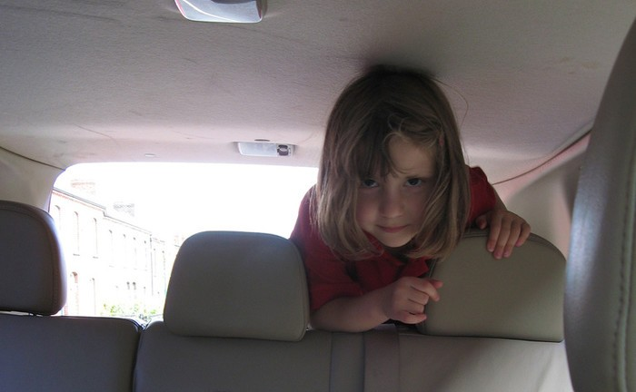 Como evitar enjoo no carro?