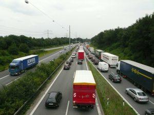 Paciência e civismo com os veículos pesados