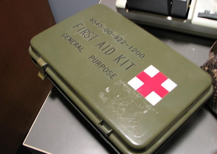O que levar na bagageira (2): Kit de primeiros socorros