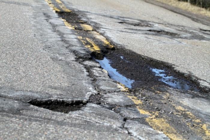 Como evitar os danos nos buracos da estrada