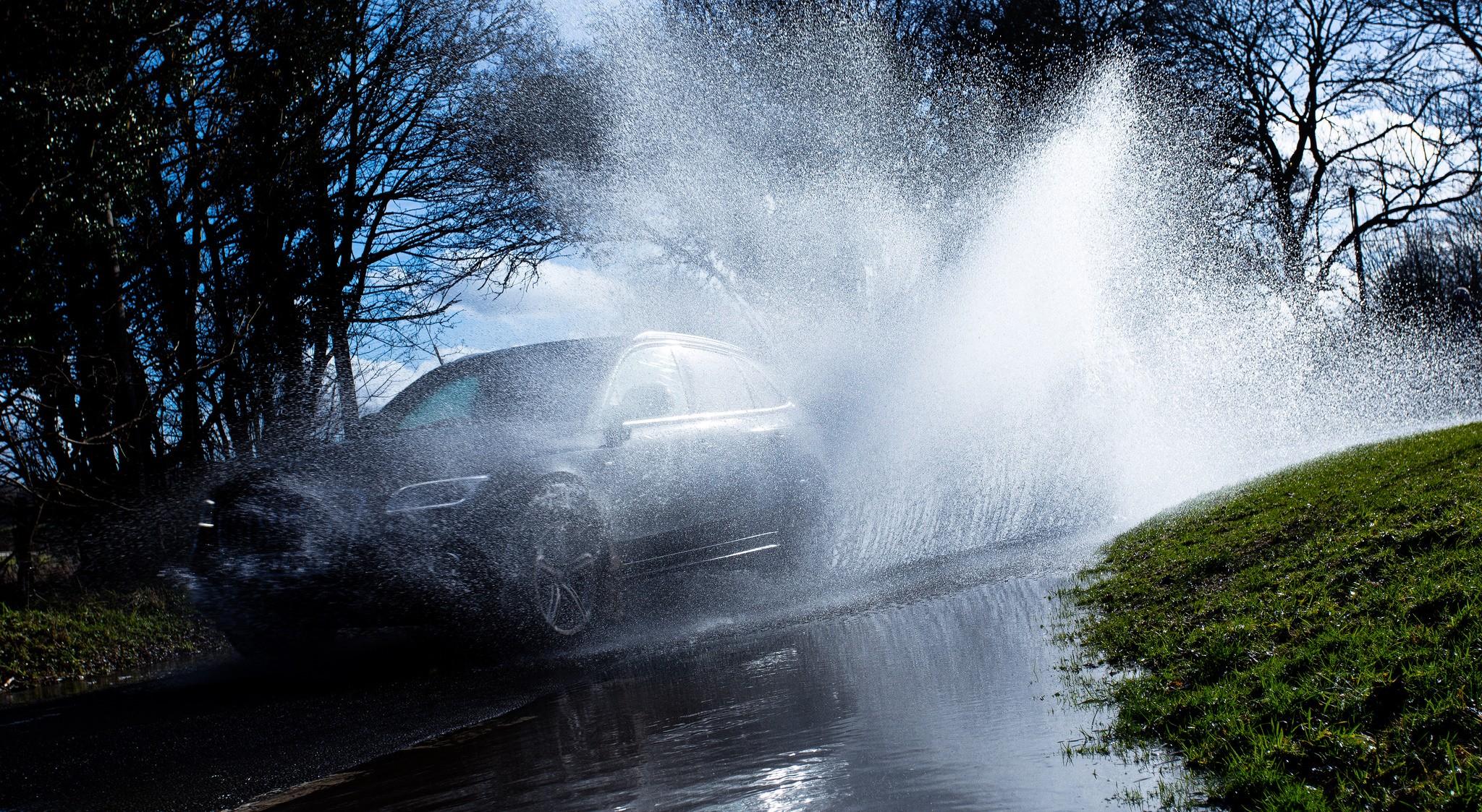 Os pneus e a aquaplanagem