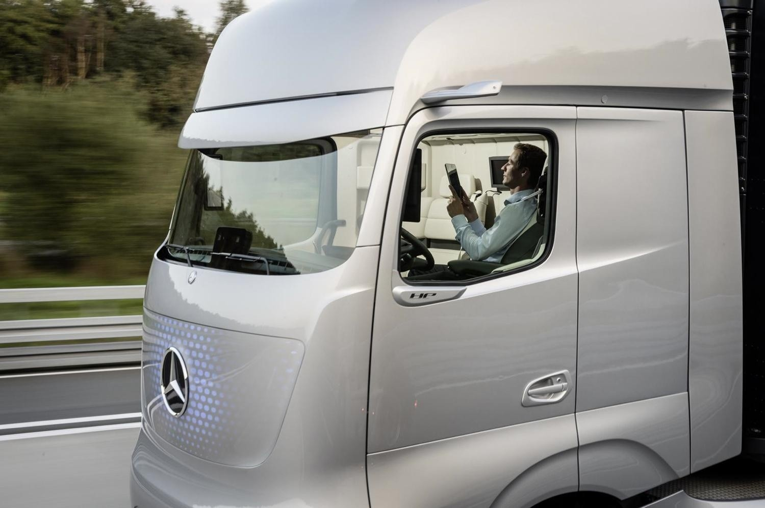 mercedes-benz-future-truck-2025