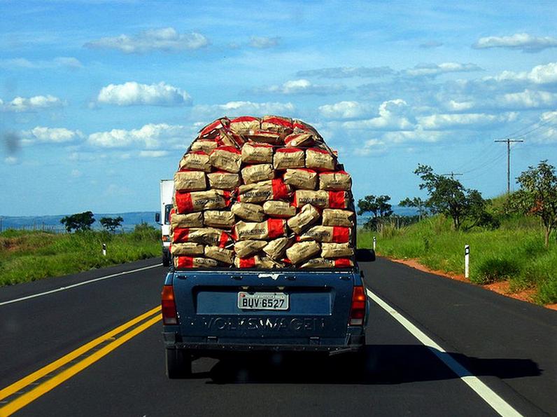 Peso excessivo compromete a suspensão do veículo. Qual o peso que pode transportar?