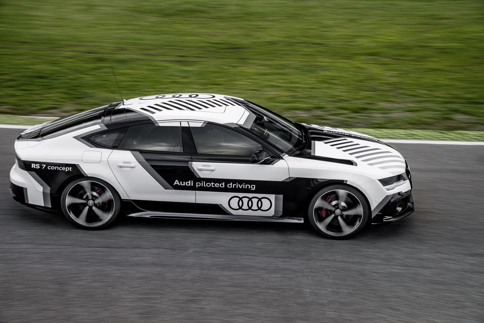 Veja um carro autónomo tornar-se no carro mais rápido do planeta