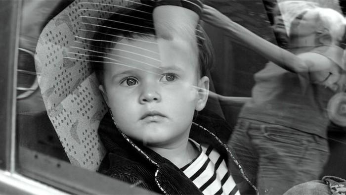 Crianças esquecidas no interior do automóveis