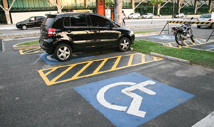 Estacionamento para deficientes... motores!