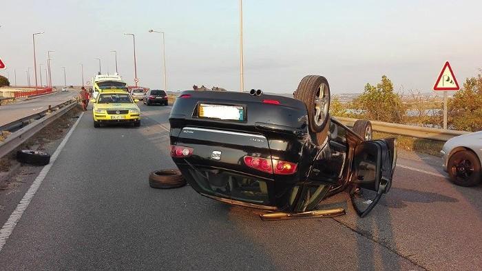Num acidente rodoviário, os bombeiros são os primeiros a perceberem a desgraça