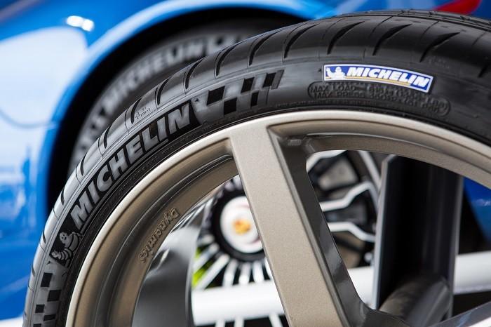Tem a pressão dos pneus correta?