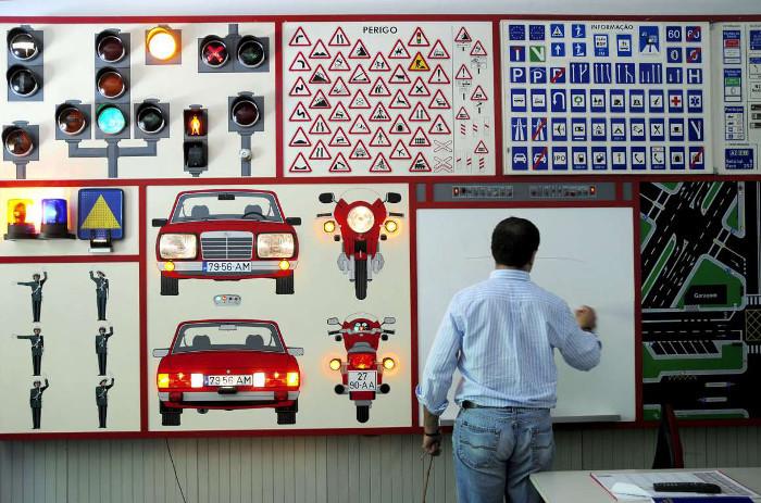 Escola de condução – Centro de Formação ou fábrica de produção em massa?