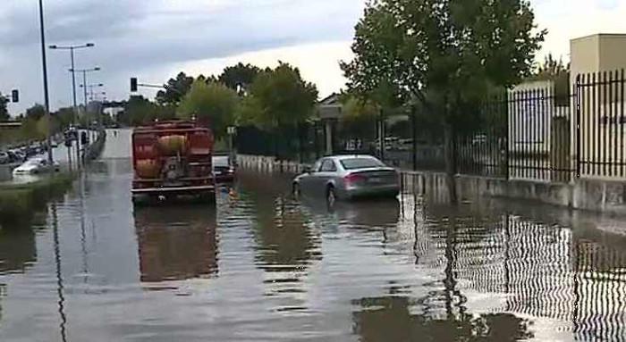 A chuva provoca cheias e condicionantes rodoviárias