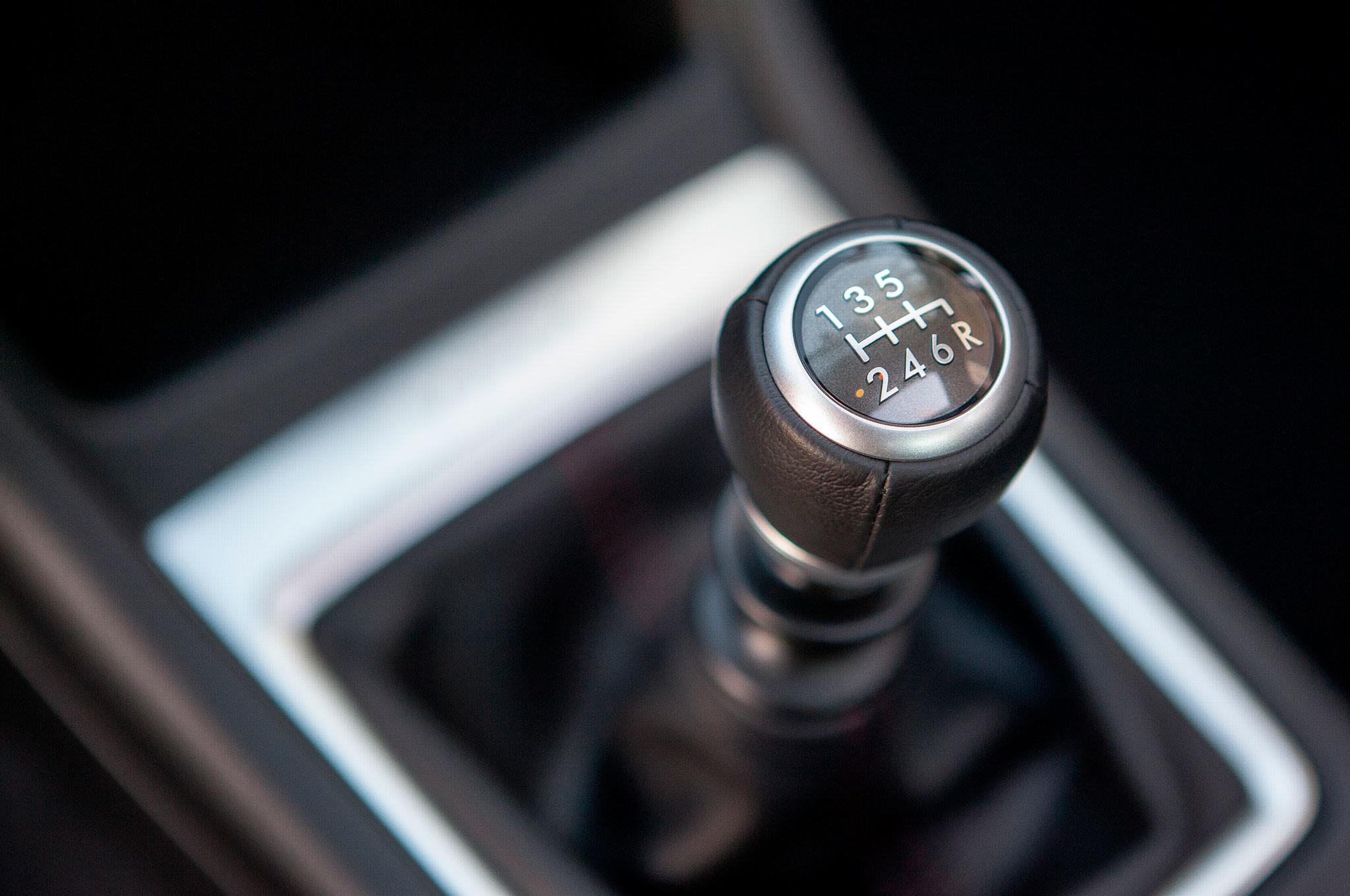 A chave para cuidar das mudanças manuais está na forma de conduzir