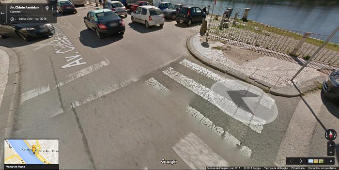 Determinadas ruas de Coimbra condicionam a segurança dos peões, devido ao mau estado do pavimento