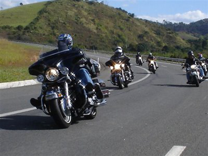 Gosta de fazer passeios de moto? Saiba que cuidados deve ter andes de se fazer à estrada.