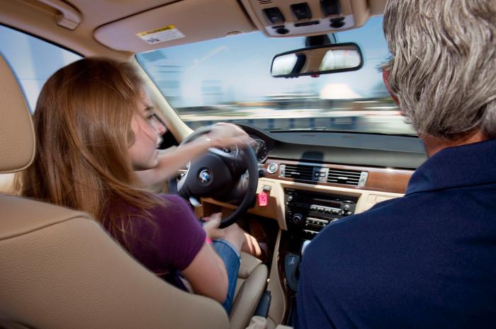 Exame de condução ou formação contínua na escola de condução
