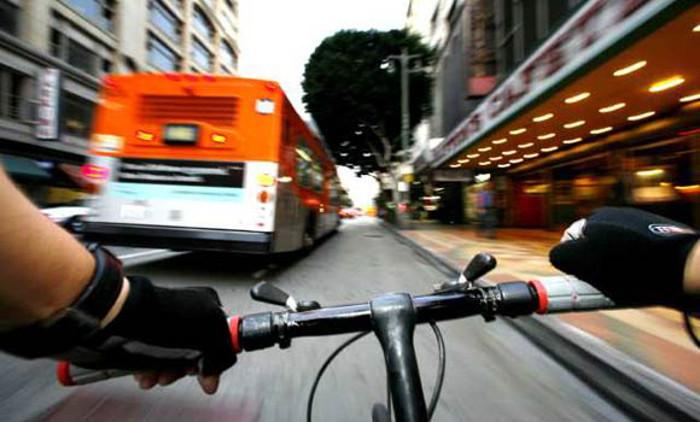 Bicicletas e automóveis – facilitar a coabitação