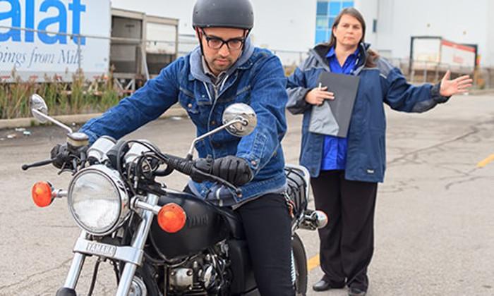 A formação no ensino da condução de moto e os perigos associados durante o exame