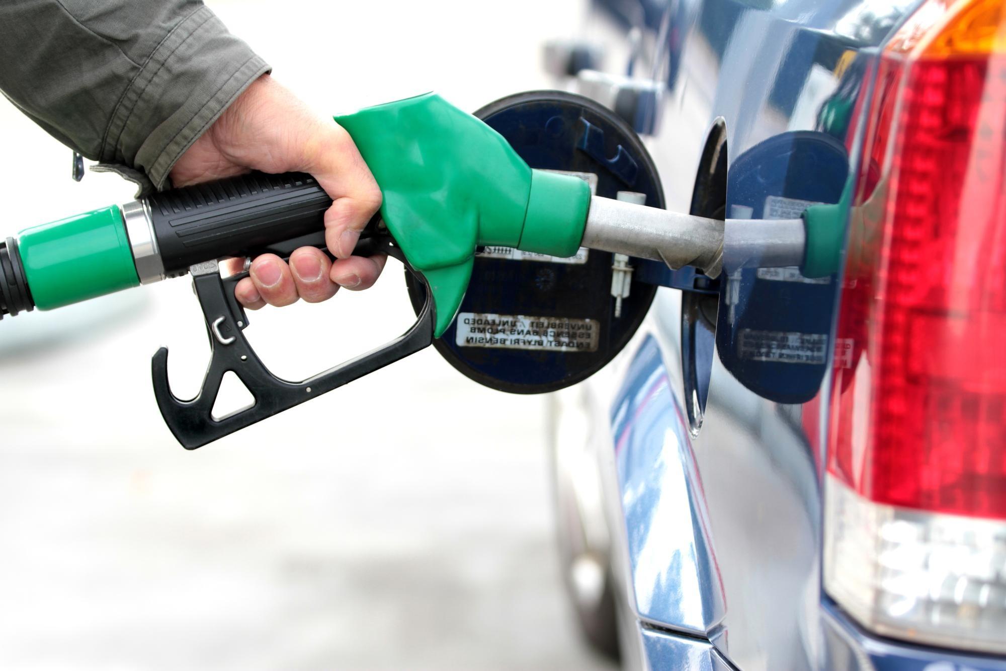 Dicas para poupar combustível na hora de abastecer