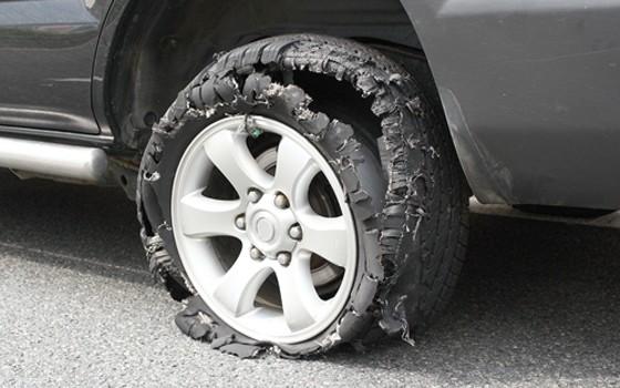 pneu rebentado circula seguro