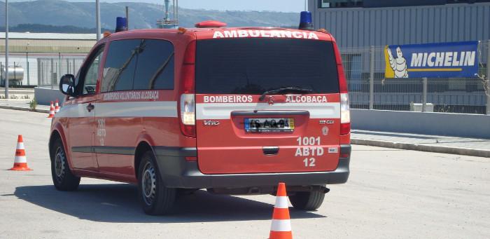 Passei um sinal vermelho por causa de uma ambulância – posso ser autuado?