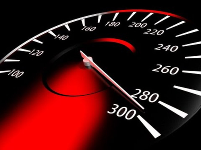 Posso exceder o limite de velocidade, se pretender ultrapassar?