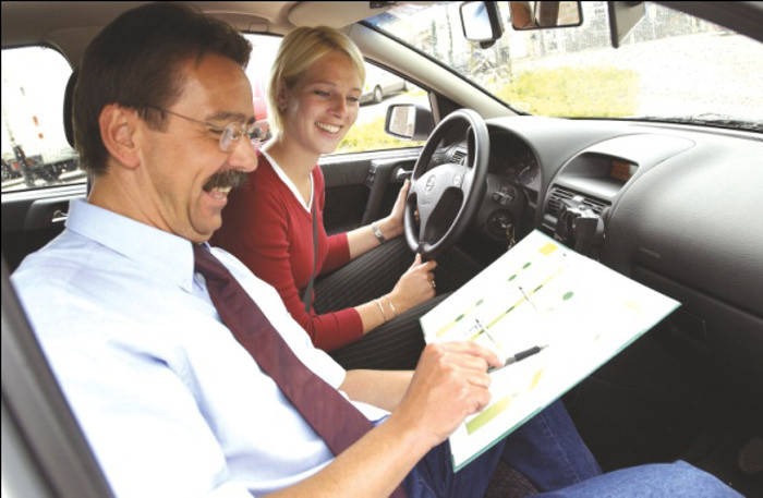 O papel do instrutor de condução no saber-ser e saber-estar do novo condutor