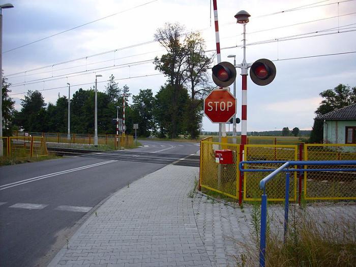 800px-ogrodniki-przejazd-kolejowy-01