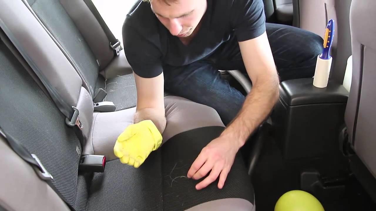 Sabe limpar os pelos de animais dos bancos do carro?