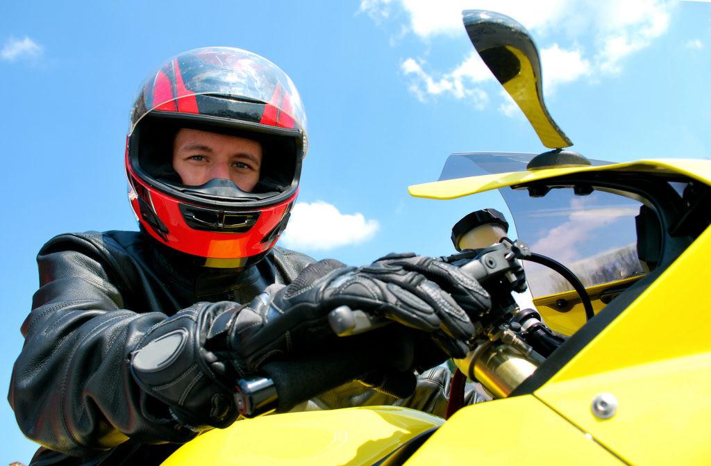Como evitar que os capacetes das motos embaciem