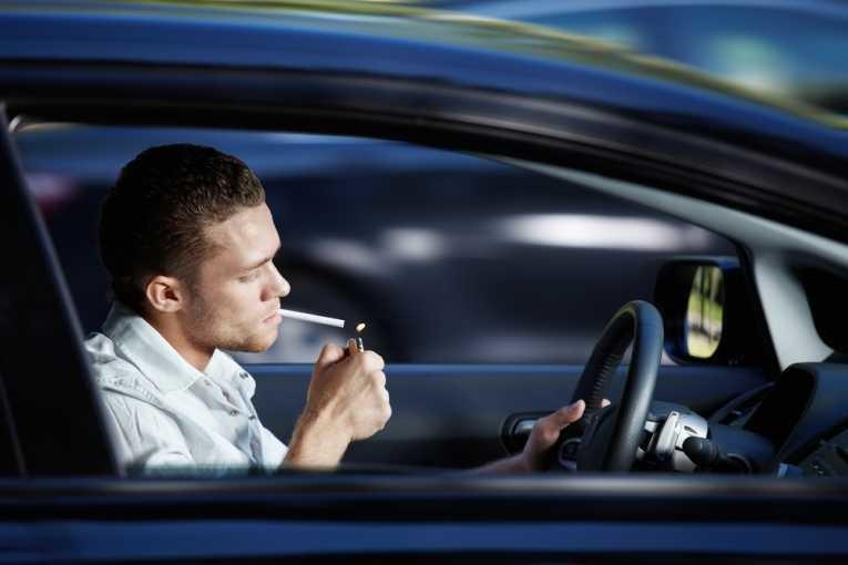 Fumar ao volante. O que diz a lei?