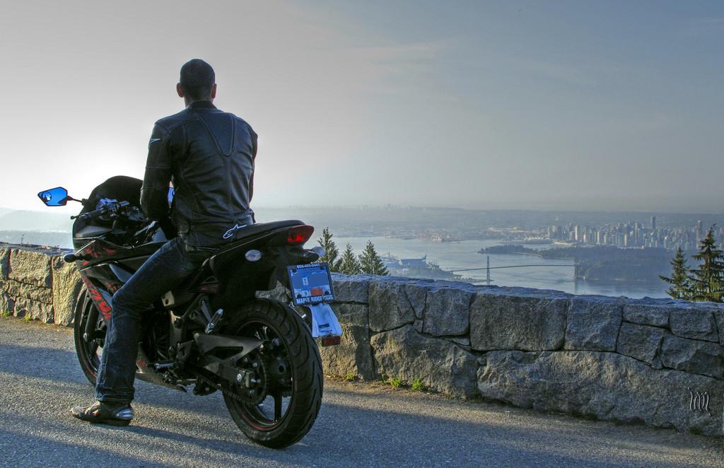Viaja de moto? Vista-se a rigor.