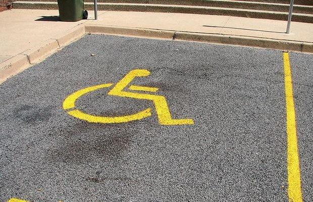 Cartão de estacionamento para pessoas com deficiência