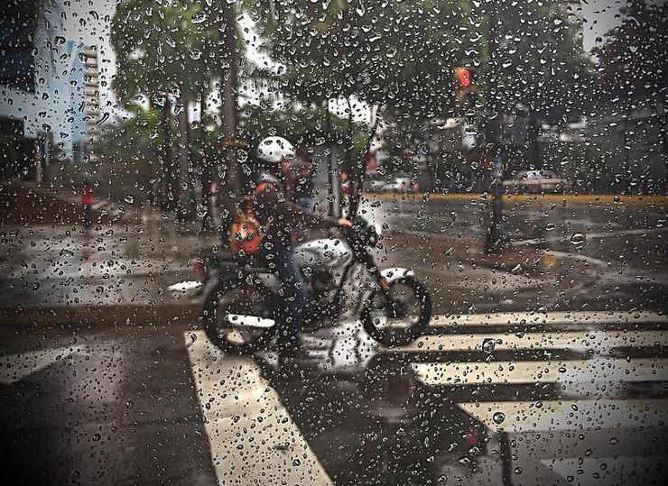 Como evitar o aquaplaning de moto?