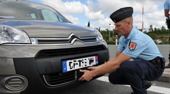 Em França, os carros particulares vão poder multar
