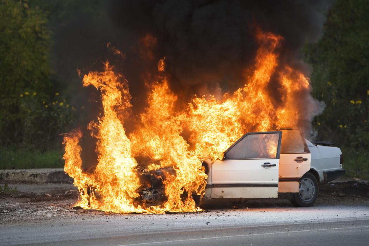 Como extinguir pequenos incêndios no carro?