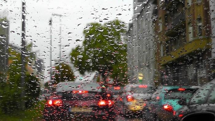 Conduzir com chuva. Deixamos-lhe os melhores conselhos.