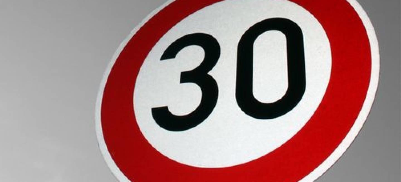 30 km/h como velocidade máxima dentro das localidades é uma boa medida?