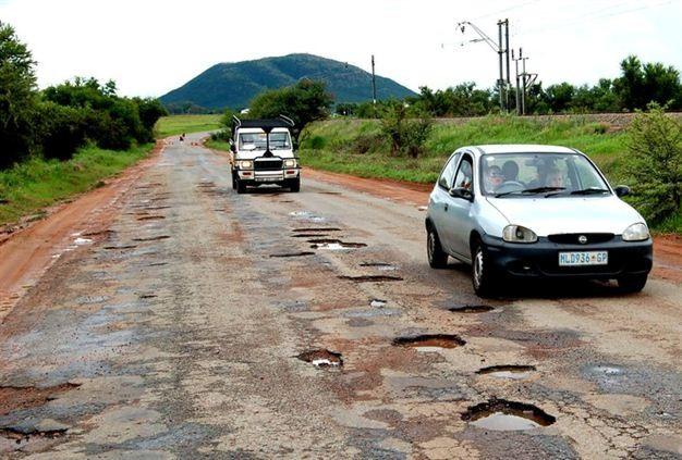 As dores de cabeça dos danos provocados por buracos na estrada
