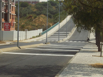 O que são bandas cromáticas na estrada e que características têm?