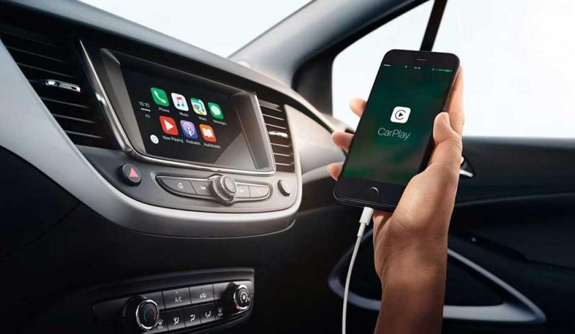Porque não devemos carregar o telemóvel no carro?