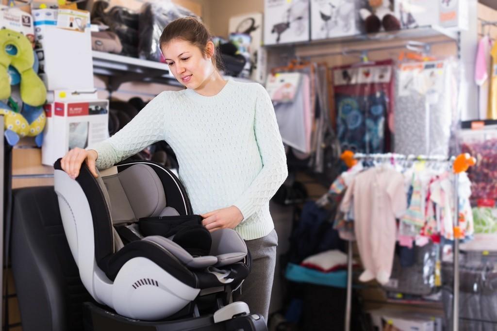Porque não deve comprar uma cadeira de bebé para o carro em segunda mão