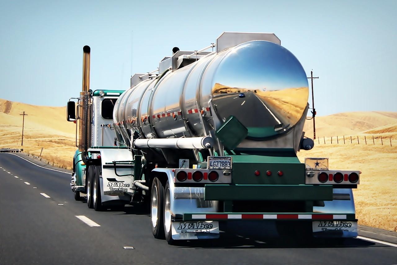 Cuidados ao ultrapassar camiões em estradas secundárias
