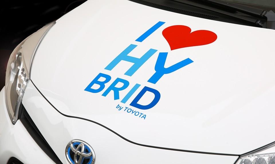 Como carregam as baterias de um carro híbrido