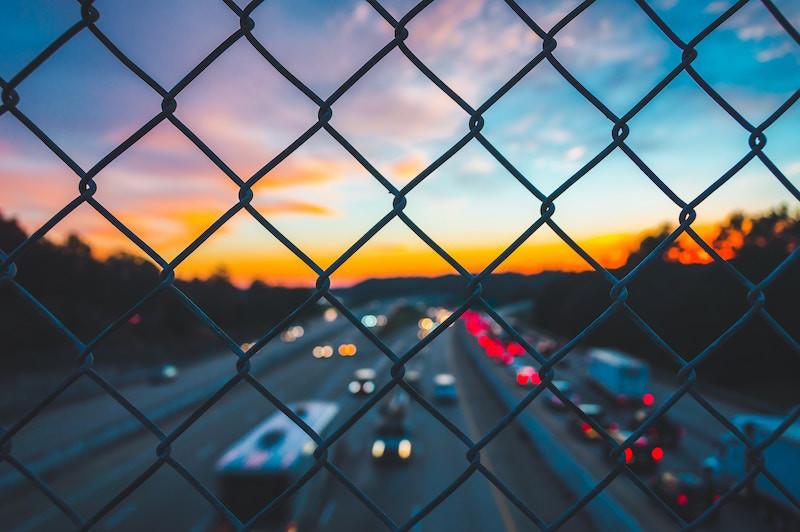Decisões erradas ao volante: analisamos as causas de um acidente