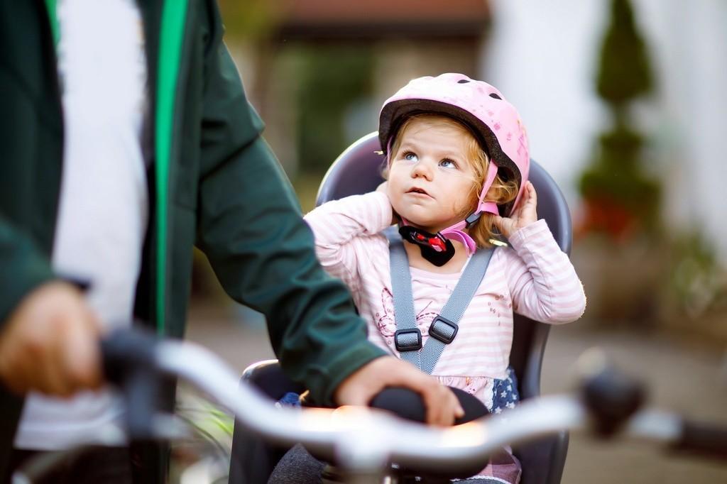 Como levar crianças na bicicleta de forma segura