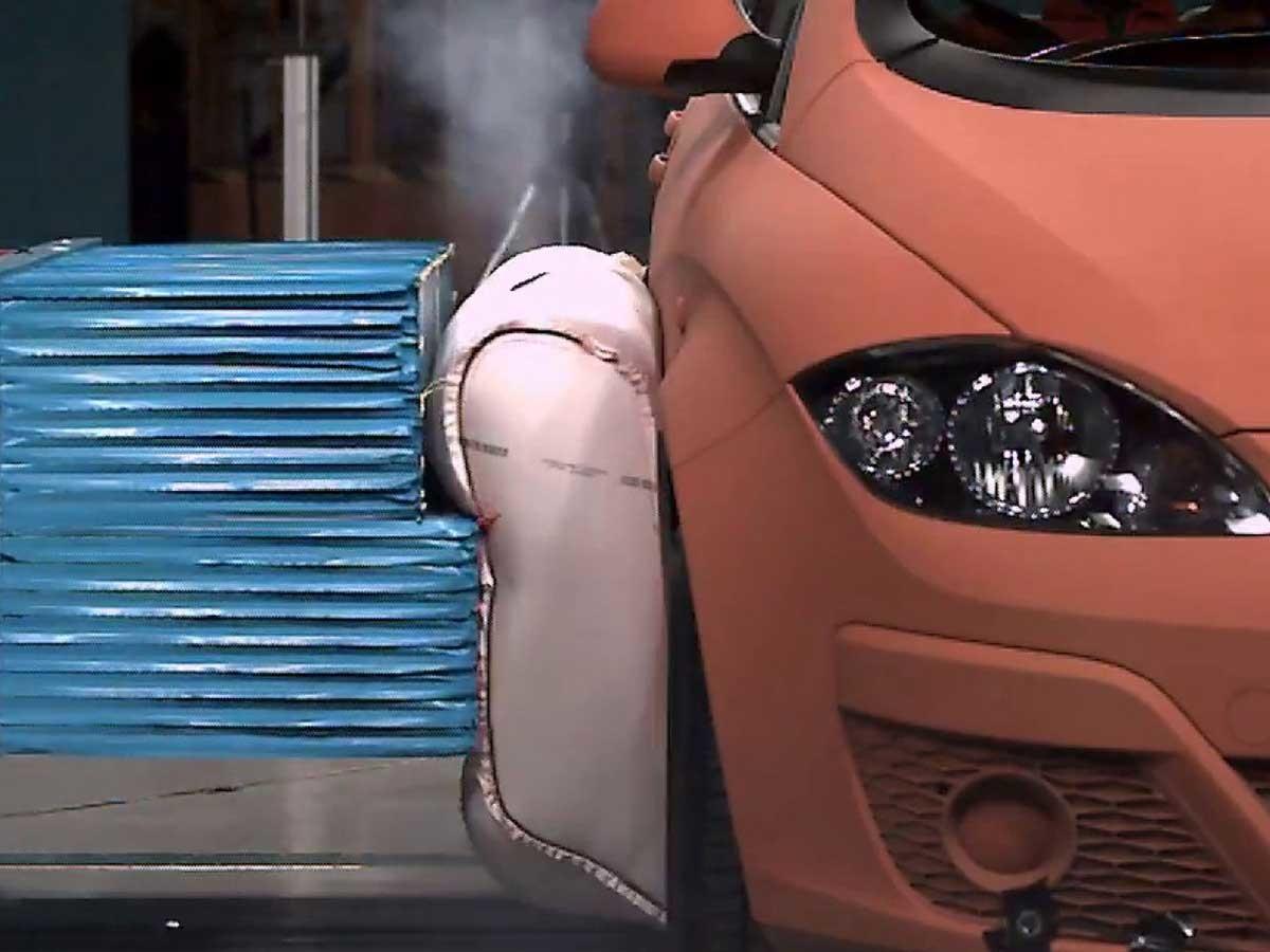 ZF na fase final de desenvolvimento de um airbag exterior para automóveis