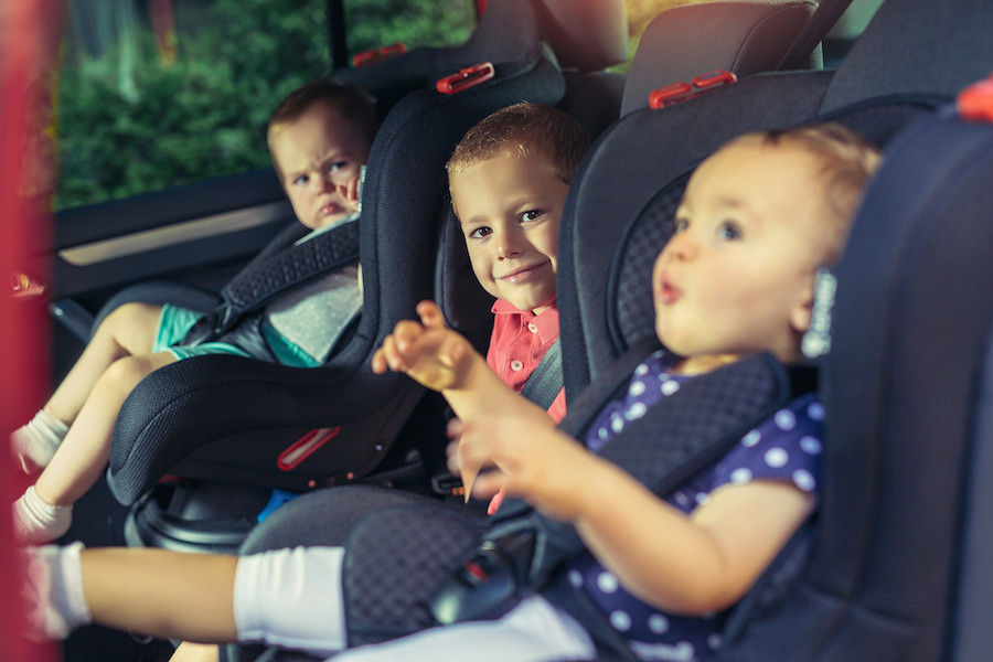 Já existem dispositivos para prevenir o esquecimento de crianças no carro