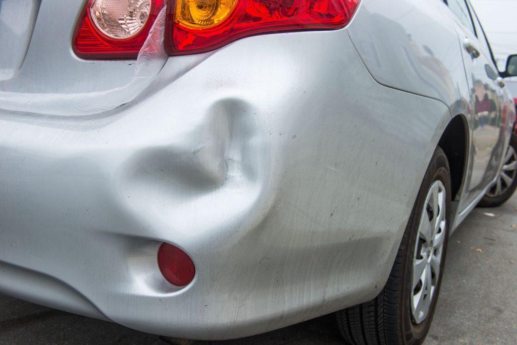 Se der um pequeno toque noutro carro a estacionar, deixa o seu contacto?
