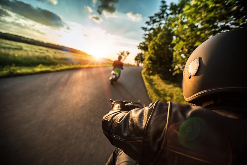Qual o melhor equipamento para um motociclista no verão?