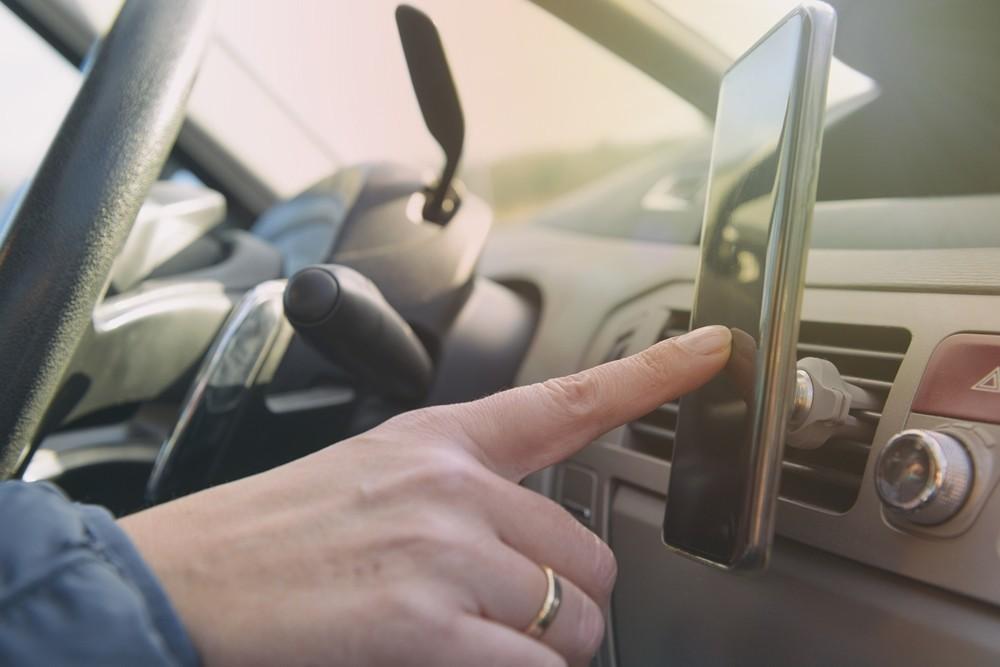Podcast ao volante: plataformas e programas que animam a viagem
