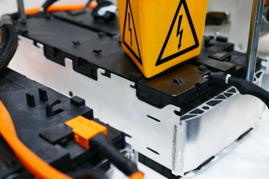 Risco de incêndio: Em busca de baterias de carros elétricos mais seguras